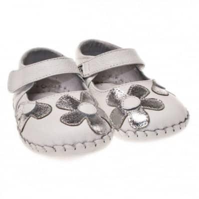 Little Blue Lamb - Chaussures premiers pas cuir souple | Babies blanches argentées