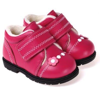 http://cdn3.chausson-de-bebe.com/3790-thickbox_default/caroch-soft-sole-girls-kids-baby-shoes-fushia-with-pink-flower-filled-booties.jpg