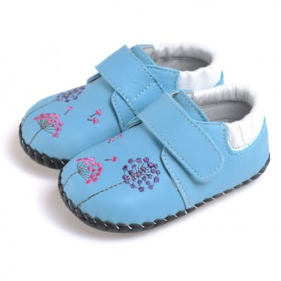http://cdn3.chausson-de-bebe.com/5236-thickbox_default/caroch-baby-girls-first-steps-soft-leather-shoes-blue-with-flowers.jpg