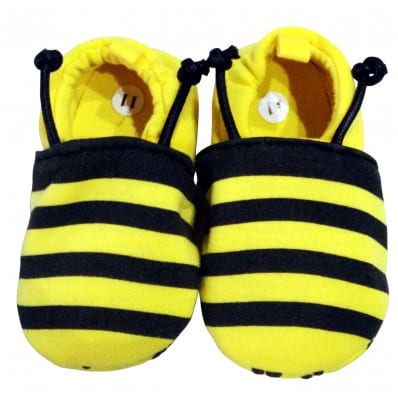http://cdn1.chausson-de-bebe.com/6145-thickbox_default/soft-cotton-baby-girls-shoes-bee.jpg