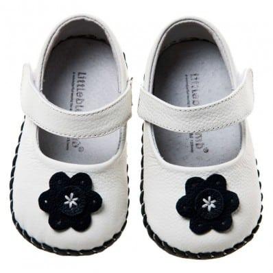 Little Blue Lamb - Chaussures premiers pas cuir souple | Babies blanches fleur noire