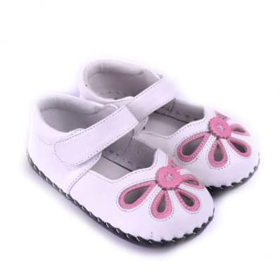 http://cdn1.chausson-de-bebe.com/832-thickbox_default/caroch-baby-girls-first-steps-soft-leather-shoes-white-pink-sandals.jpg
