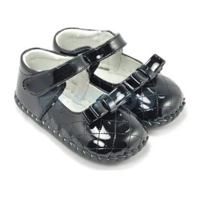 http://cdn2.chausson-de-bebe.com/926-thickbox_default/freycoo-baby-girls-first-steps-soft-leather-shoes-brilliant-black-ceremony.jpg